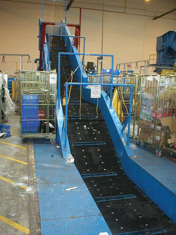 Chain-conveyor-with-cleated-belt-and-safety-systems