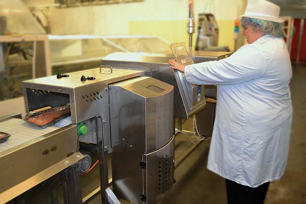 Lomas-twin-head-metal-detection-unit-inspecting-frozen-meat-packaged-in-both-foil-and-plastic--